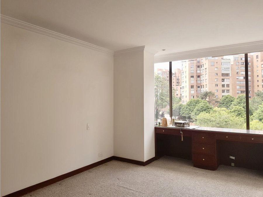 arriendo elegante apartamento en parque central