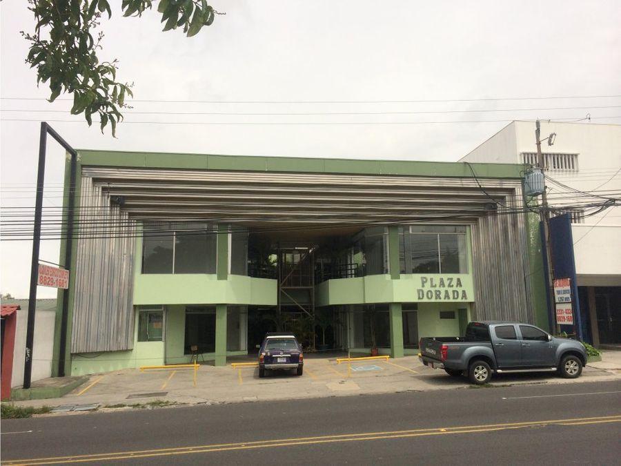 edificio sobre calle principal moravia