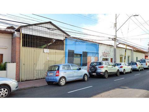 vende locales con galpon en centro de los andes