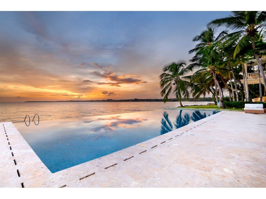 elegante villa frente al mar caribe en casa de campo