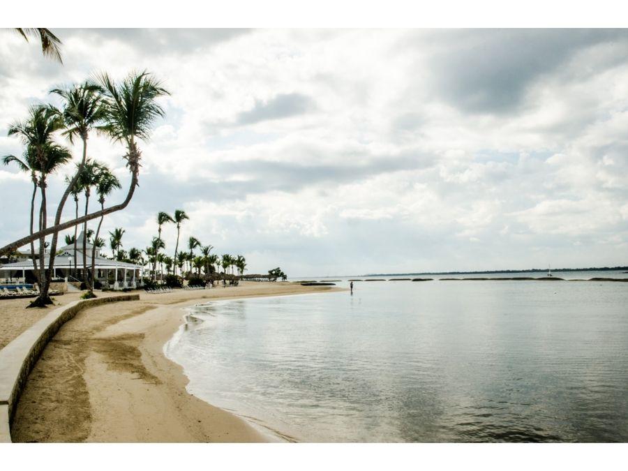 elegante villa cerca del mar en exclusiva zona de playa nueva romana