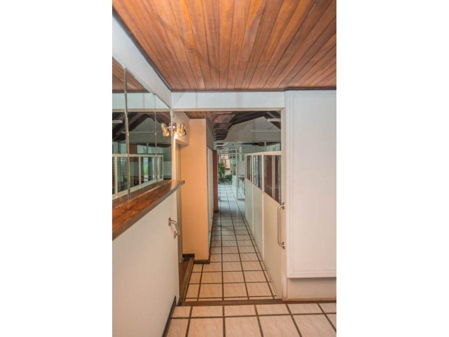casa uso comercial 470 mts2 reducida