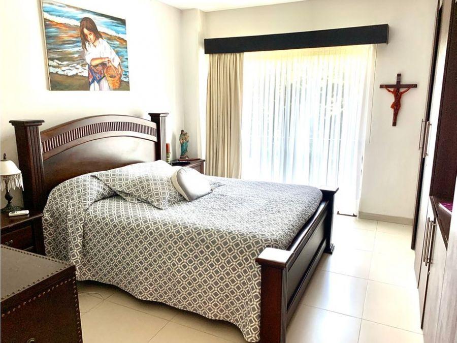 se vende apartamento en playa jaco amueblado