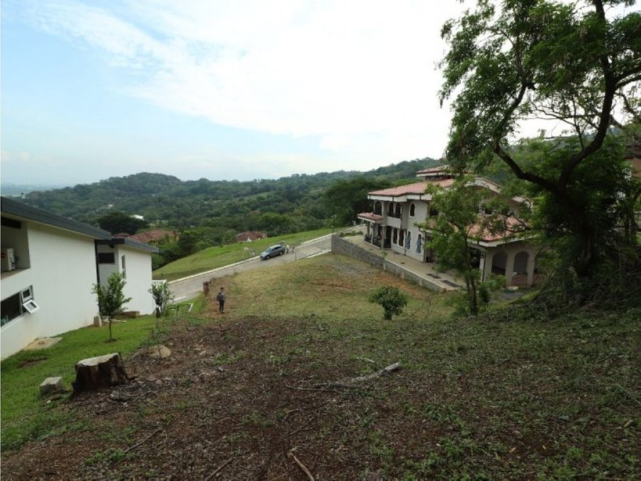 spectacular lot in condominium in mora santa ana