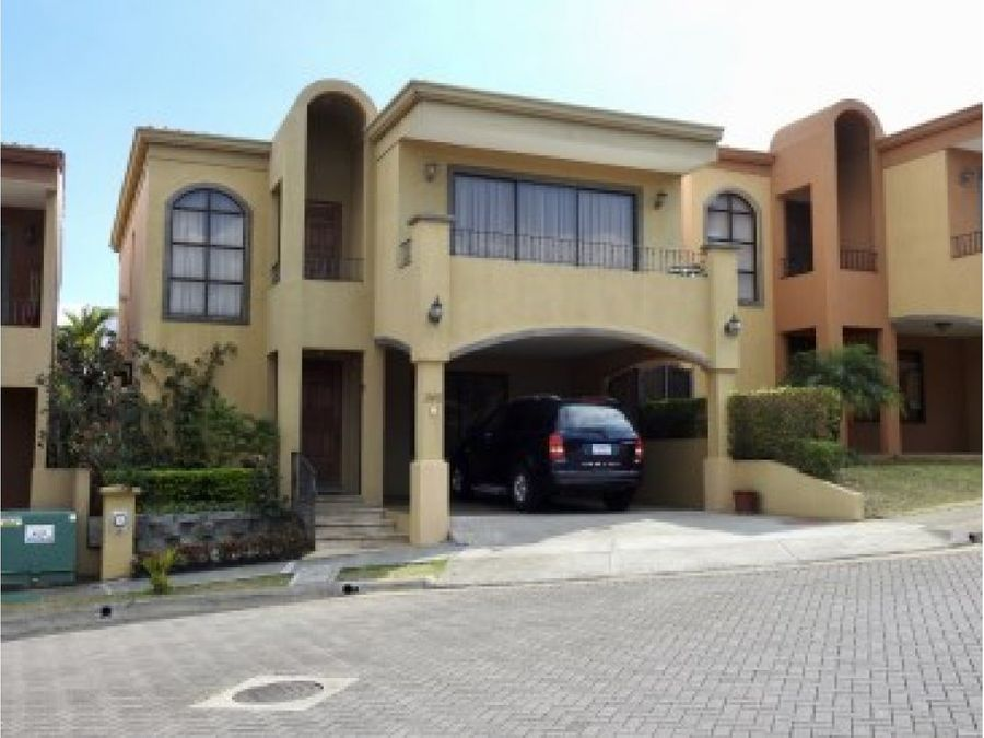 amazing townhouse in condominium community