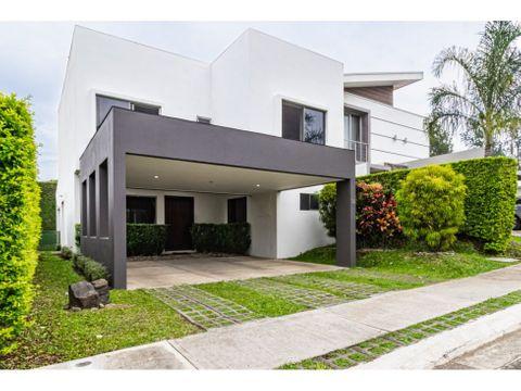 amplia casa concepto abierto para venta en turrucares alajuela