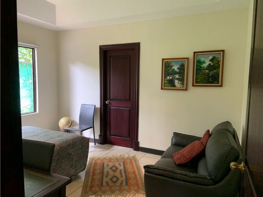 venta de casa independiente ubicada en brasil de santa ana