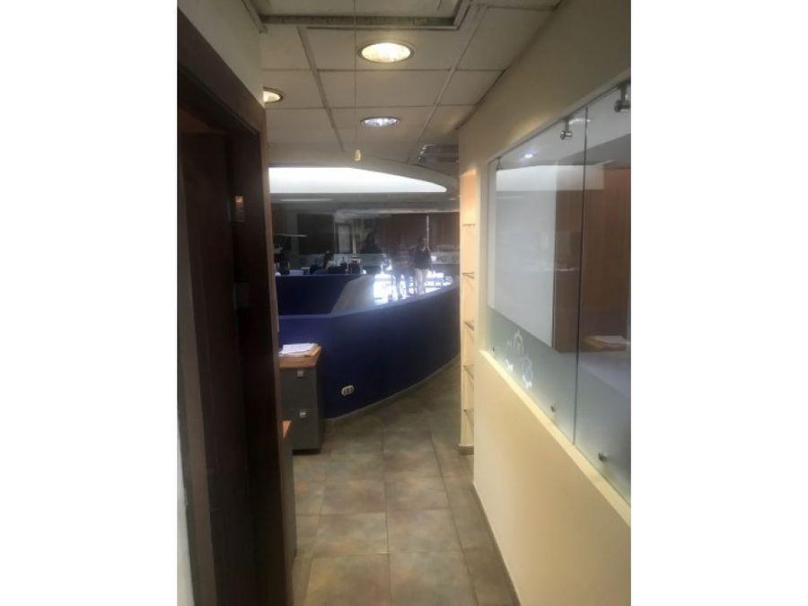 bodega con oficinas y showroom en pozos