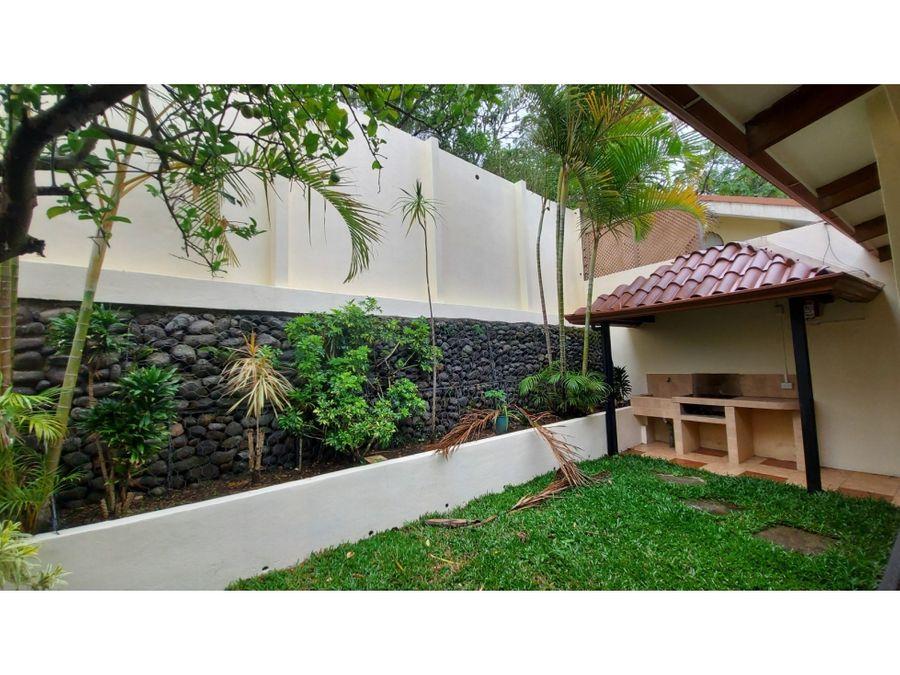 hermosa casa en venta en cartago