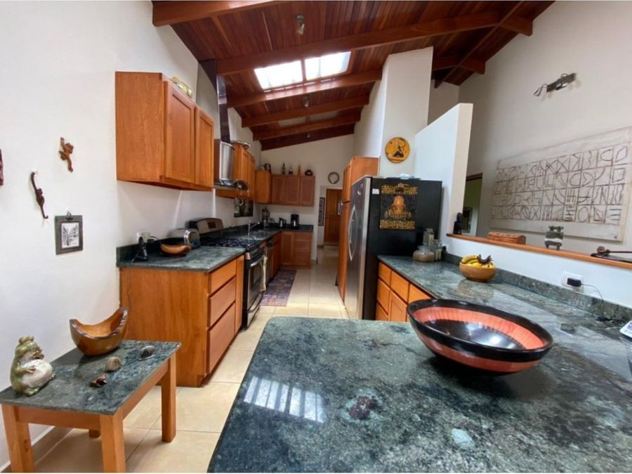 hogar de un solo nivel con vista en san isidro de grecia
