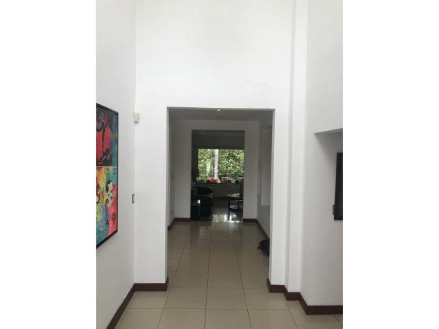 casa moderna en condominio piedades santa ana