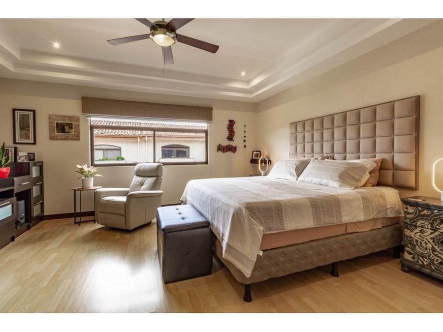 se vende casa en condominio ubicada en pozos de santa ana