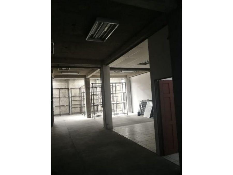 edificio comercial tres pisos