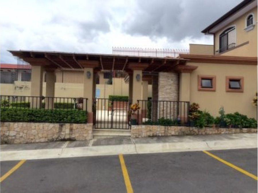 casa en condominio disenada a medida en comunidad cerrada
