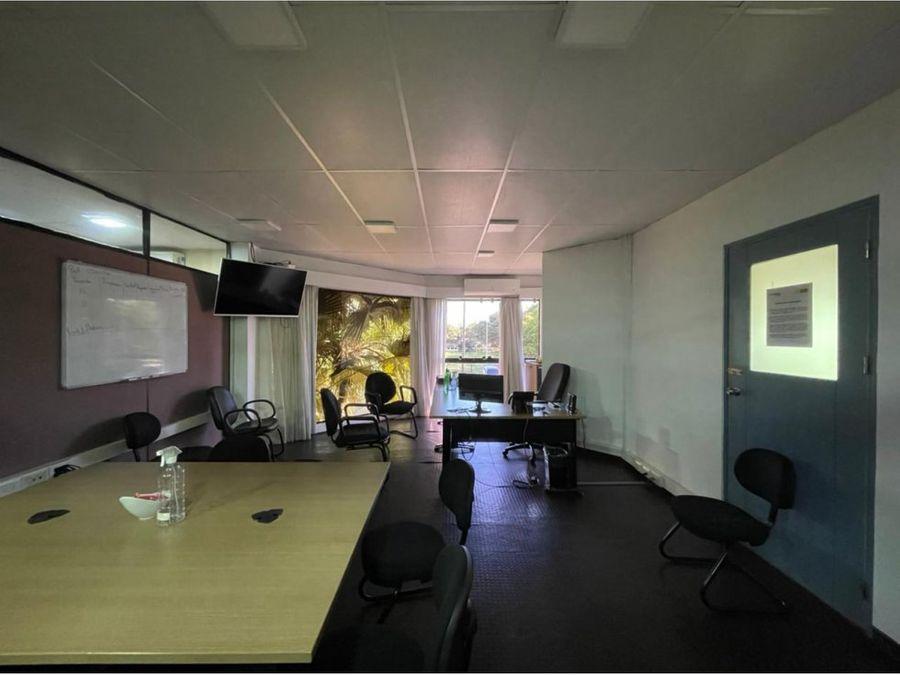 alquilo depositos con oficinas en complejo barrail
