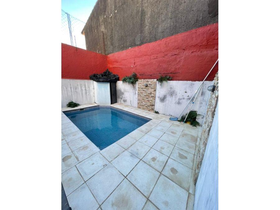vendo duplex con piscina en barrio sajonia