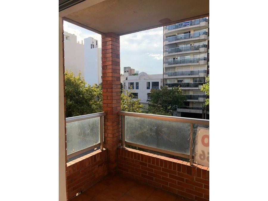 pocitos amplio monoambiente con balcon