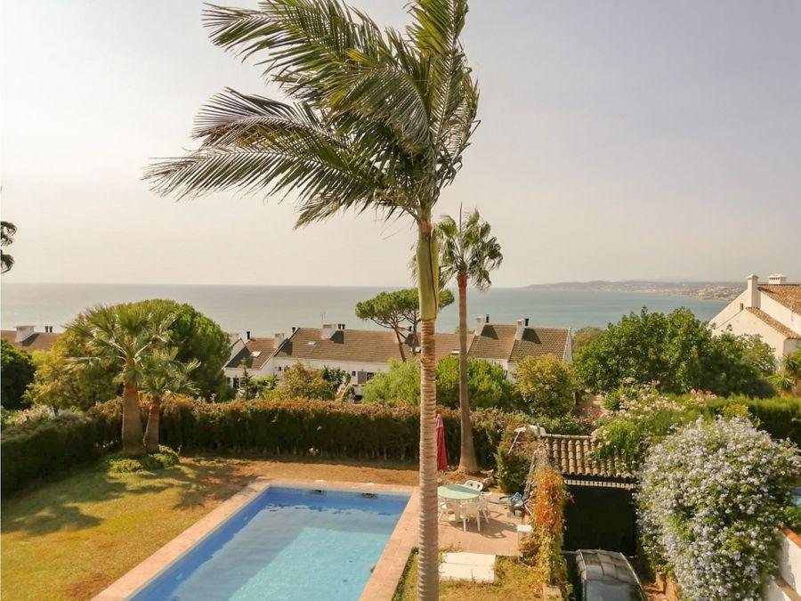 buscas una lujosa villa con vistas al mar en estepona