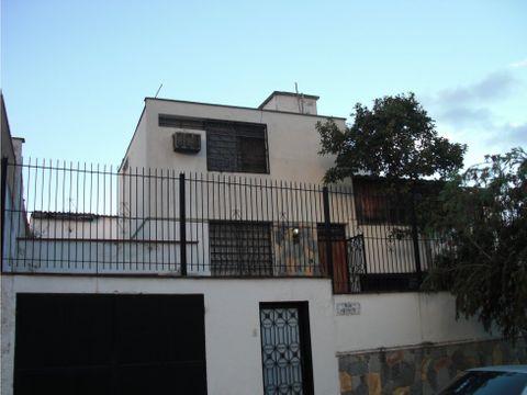 se vende casa 274m2 4hs3bs2p tzas las acacias