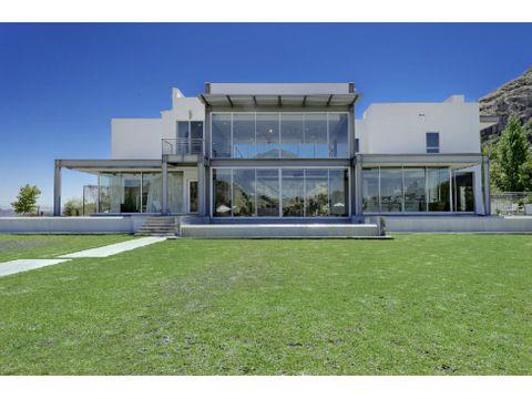 se vende casa 1500m2 4h2s8b10p cerro verde