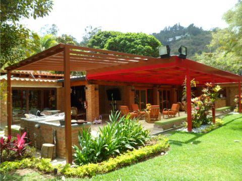 se vende casa 750m2 4hs7b10p cerro verde