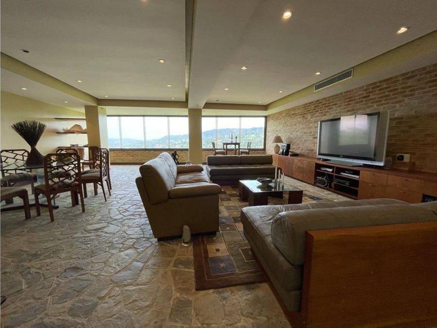 vendo casa 600mts2 4hs 7b 6p colinas de tamanaco