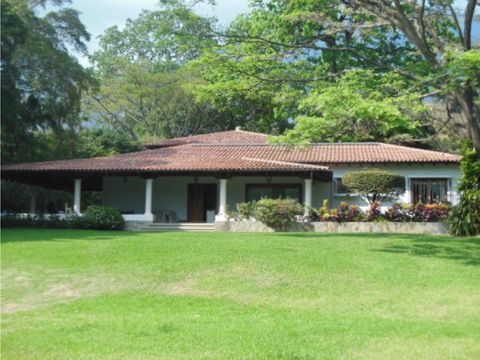 se vendealquila terreno 4000 mts y casa 500m2 country club