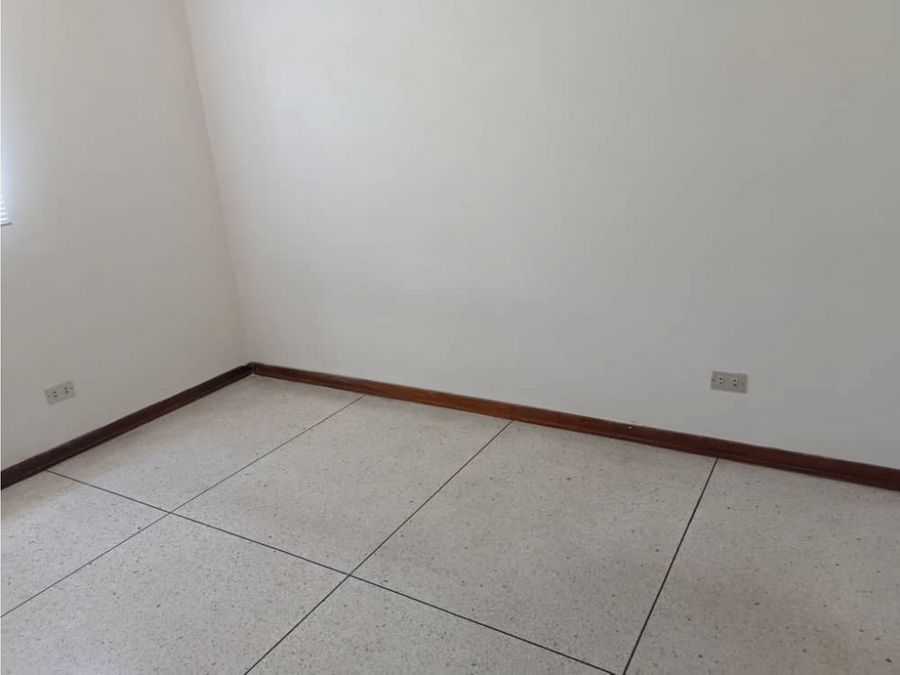 vendo apartamento 3h2b1pe los cortijos 0654