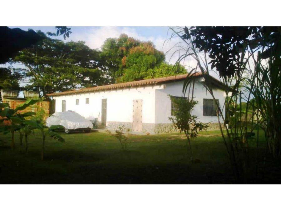 se vende casa 105m2 3h2b10p higuerote