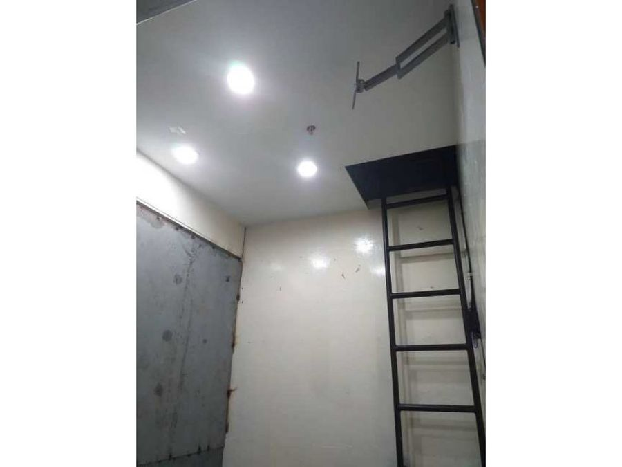 se alquila local 2m2 chacao