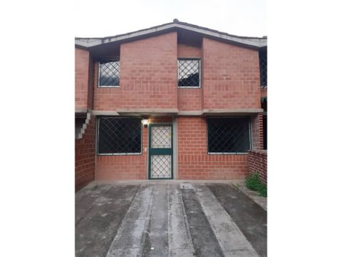 se vende th 208m2 3h3b2p valles de chara
