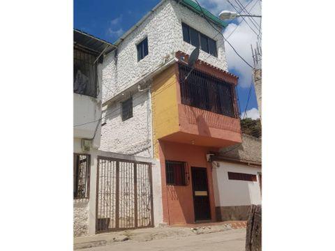 se vende casa 130m2 5h2b1p caricuao