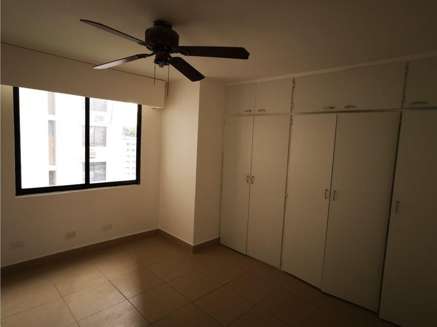 se vende apartamento en marbella a pasos de calle 50