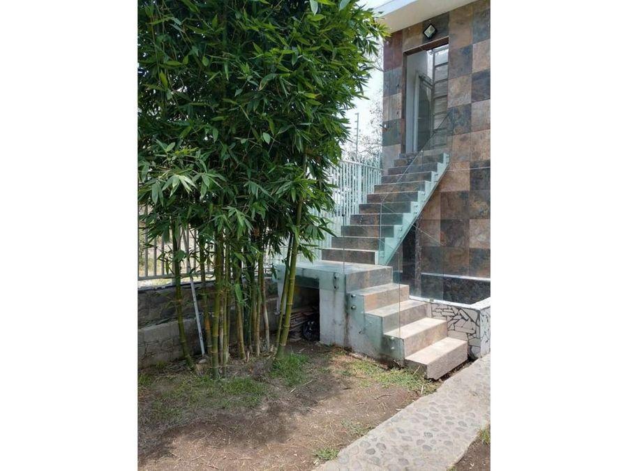 casa de campo jardin dos pisos