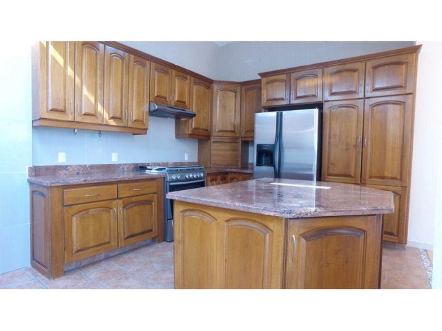 venta de casa en chapala haciendas chimenea ll