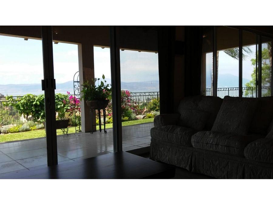 residencia en renta alberca y vista al lago