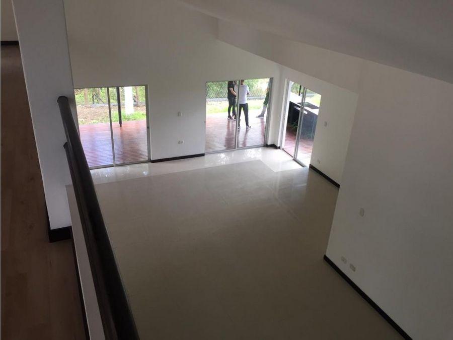 casa remodelada en el escobero unidad cerrada