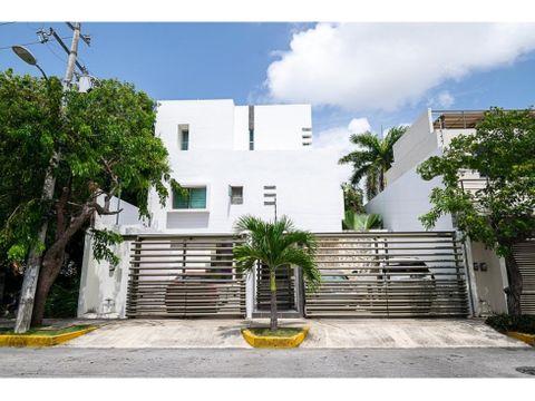 se vende casa en smz 19 zona comercial y zona residencial