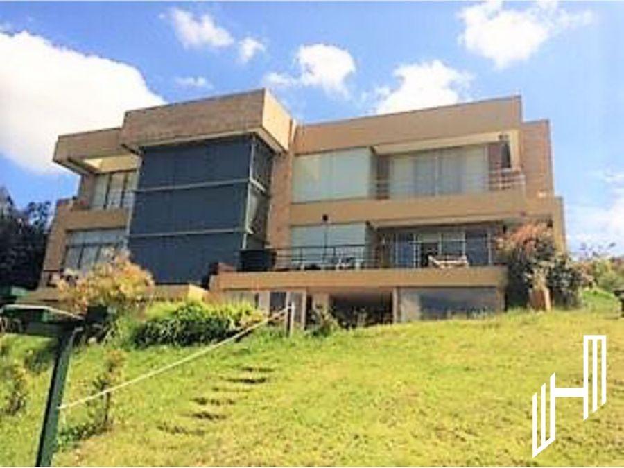 hermosa y amplia casa en sindamanoy