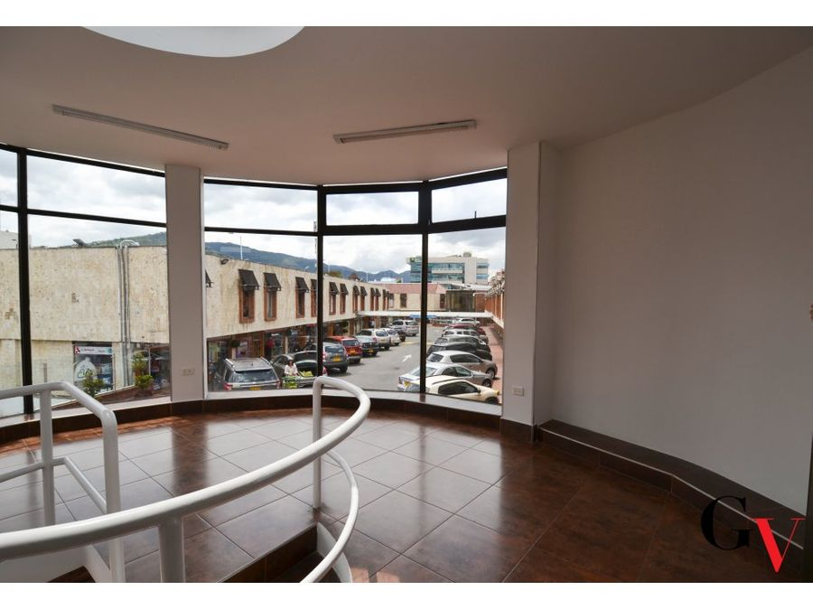 vendo vitrina comercial duplex en santa barbara