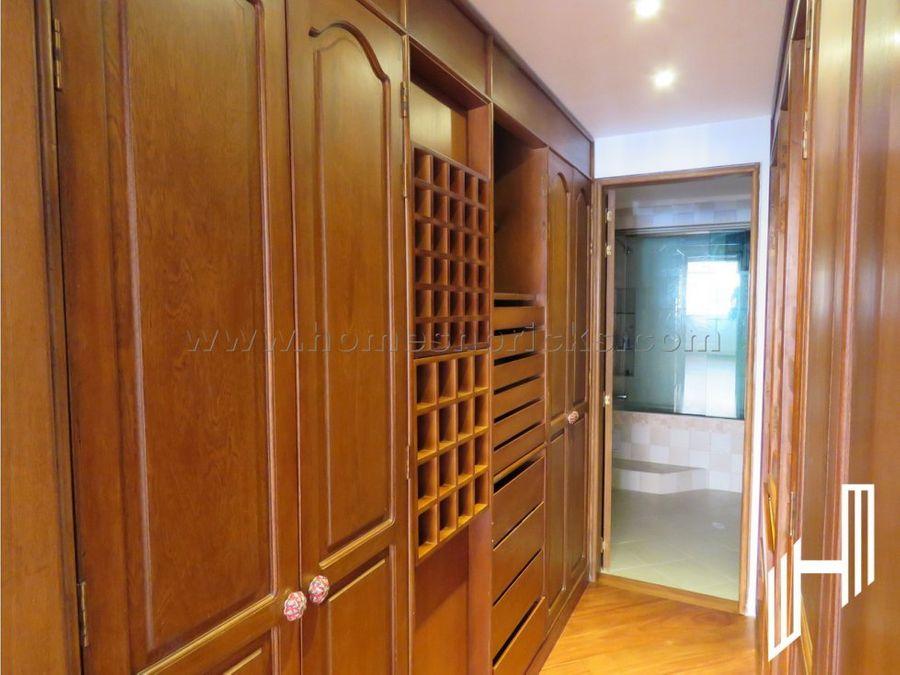 amplio apartamento remodelado para inversion venta en rosales