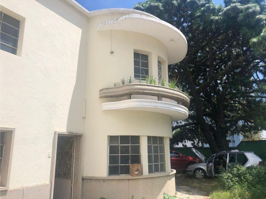 vendo casa en zona 10 area medica