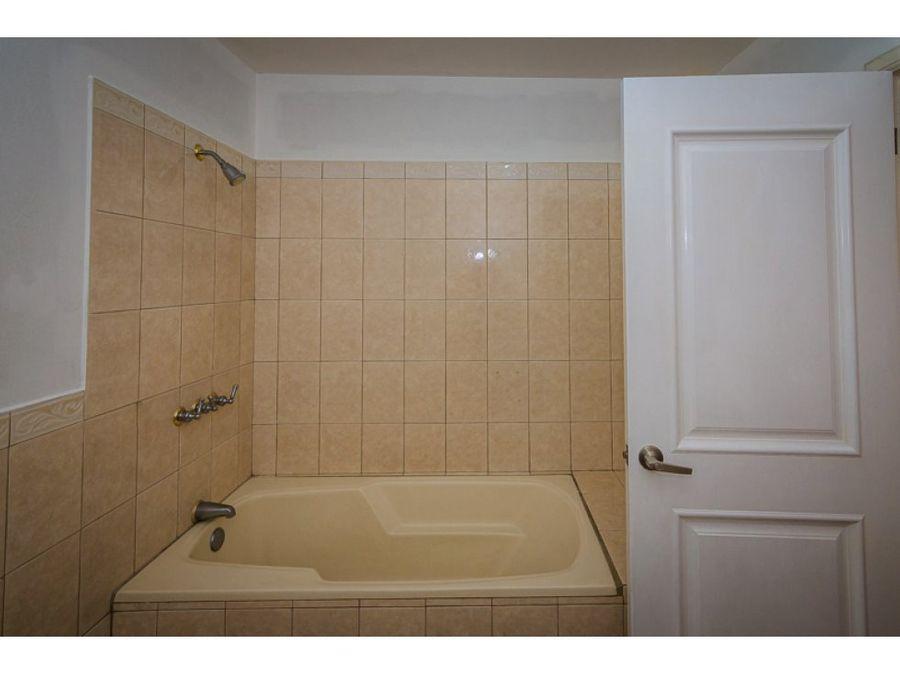 apartamento amplio en venta de 2 habitaciones en zona 13