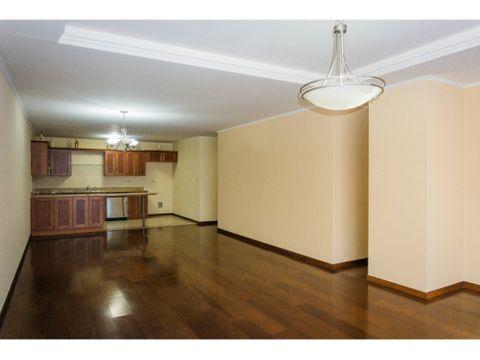 apartamento amplio de 2 habitaciones en zona 10