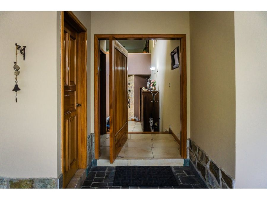 acogedora casa en altos de san gaspar zona 16