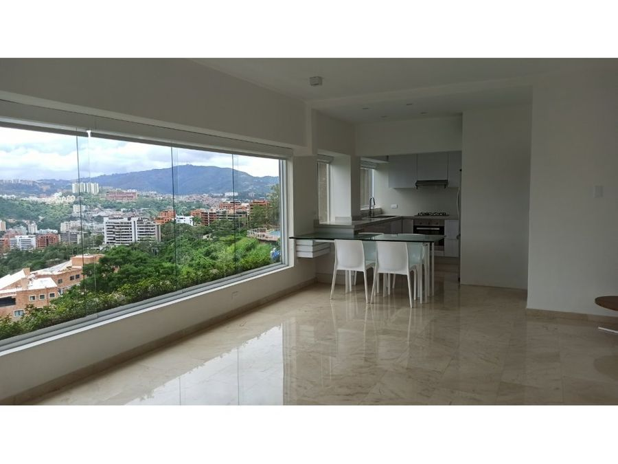 bello apartamento totalmente remodelado en colinas de bello monte