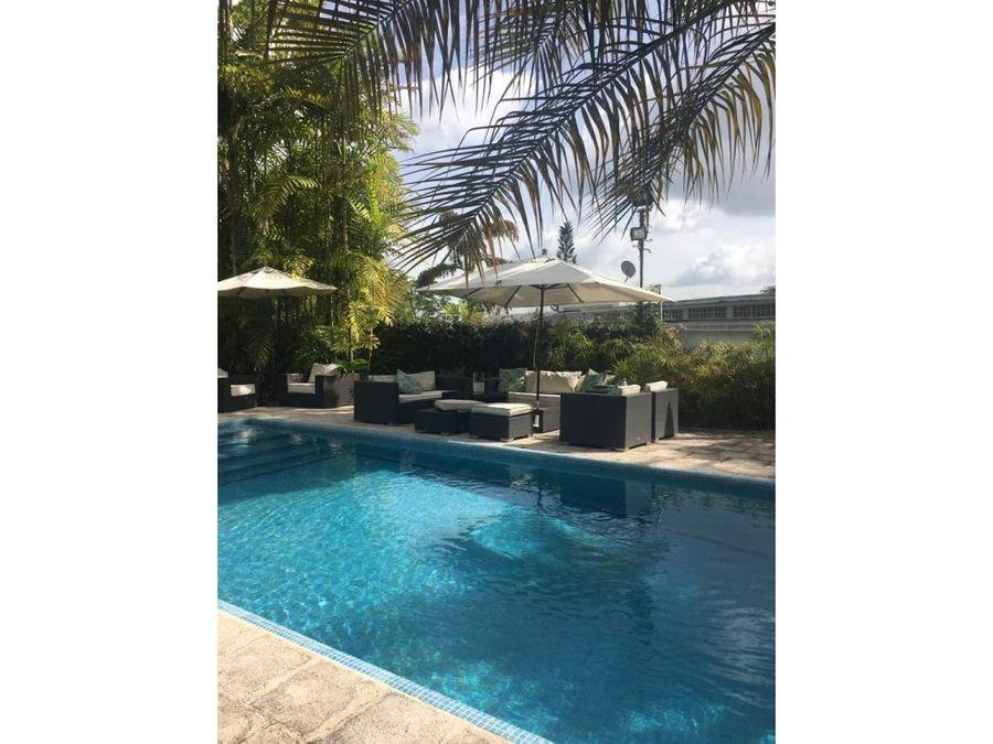 bella quinta de 500 m2 con piscina en la lagunita