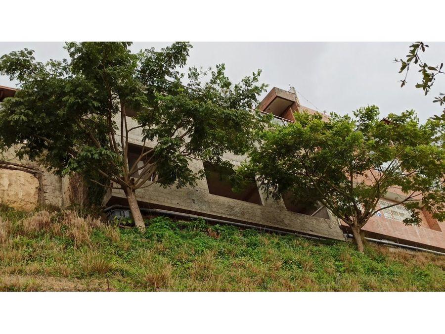 townhouse en venta en loma linda con amplia terraza con vista al avila