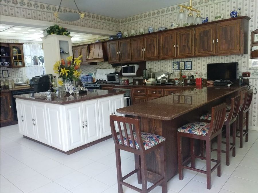espectacular casa en la urbanizacion la trinidad