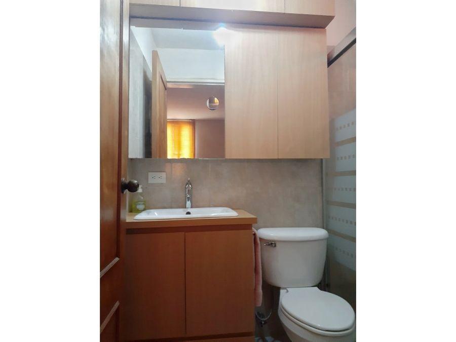 venta de apartamento en colinas de la tahona edificio con pozo